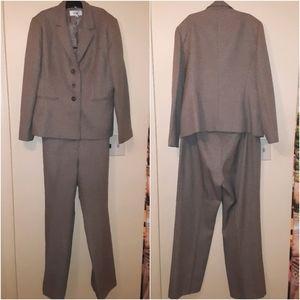 Le Suit plus size Pantsuit size 14
